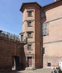 Hôtel dit de Jean de Ulmo - English:  Hôtel d'Ulmo in Toulouse. The hexagonal tower 1528.
