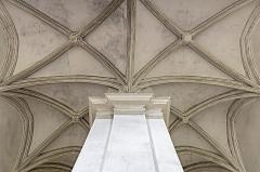 Hôtel dit de Jean de Ulmo - English:  Hôtel d'Ulmo in Toulouse. Ceiling of the main staircase in cross ogives.
