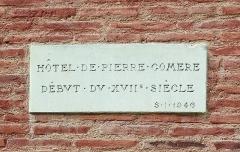 Hôtel Pierre Comère - English:  Commemorative plaque on facade of the Hotel Pierre Comère, rue Saint Rome from Toulouse.