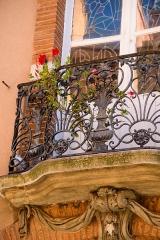 Hôtel Reynier - Italiano:   Hôtel Reynier à Toulouse, au 20 de la rue Mage; sans doute construit par Bernard Davasse de Virvin ou Virbent, capitoul en 1763. Balcon en ferronnerie des fenêtres du premier étage (cad. AB 298); classement par arrêté du 20 octobre 1971