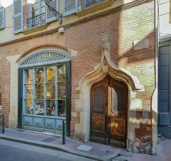 Maison dite de Pierre Delfau - English:  Facade of the house Pierre Delfau, rue de la bourse in Toulouse.