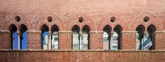 Immeuble dit Maison romano-gothique - English:  Building called Romanesque-Gothic House in Toulouse. Twin bays in rue Croix-Bragnon.
