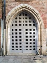 Immeuble dit Maison romano-gothique - English:  Building called Romanesque-Gothic House in Toulouse. Gothic door in rue Croix-Bragnon.