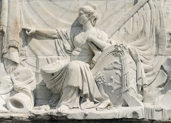 Ponts jumeaux enjambant le canal du Midi et le canal de Brienne - English:  The relief of Twin Bridges Carrara marble is located in Twin Bridges, in Toulouse (south side). It was produced between 1773 and 17751 by sculptor François Lucas. Allegory of Occitania.