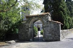 Cimetière - English:  Gateway to the churchyard, 13th century, Valcabrère, Haute-Garonne, France.