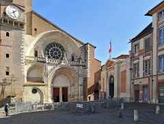 Ancien palais archiépiscopal - English:  Porch of Saint-Étienne's Cathedral and porch of the prefecture in Toulouse.