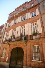 Immeuble - Français:   Immeuble 10 rue Tolosane, à Toulouse; façade du 18e siècle.