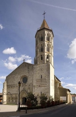 Eglise Saint-Laurent - This building is indexed in the Base Mérimée, a database of architectural heritage maintained by the French Ministry of Culture, under the reference PA00094799 .
