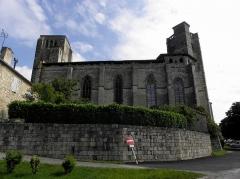 Eglise et cloîtres - Ensemble collégial de La Romieu (32). Vue méridionale de la collégiale Saint-Pierre.