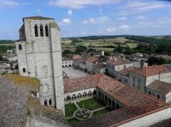 Eglise et cloîtres - Cloître de l'ensemble collégial de La Romieu (32).
