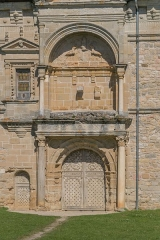 Château - English: Main entrance to the castle of Assier, Lot, France