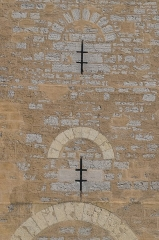 Pont Valentré - English: Niches on the central tower of the Pont Valentré in Cahors, Lot, France        This place is a UNESCO World Heritage Site, listed as Chemins de Saint-Jacques-de-Compostelle en France.  العربية | asturianu | беларуская | беларуская (тарашкевіца)‎ | বাংলা | català | čeština | dansk | Deutsch | English | español | euskara | فارسی | français | עברית | hrvatski | magyar | italiano | 日本語 | 한국어 | latviešu | македонски | മലയാളം | مازِرونی | Nederlands | polski | português | português do Brasil | română | русский | sicilianu | slovenčina | slovenščina | Türkçe | українська | Tiếng Việt | 中文 | 中文(中国大陆)‎ | 中文(简体)‎ | 中文(繁體)‎ | 中文(台灣)‎ | +/−