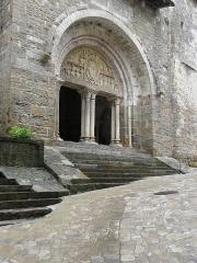 Eglise et son cloître - Portail de l'église Saint-Pierre de Carennac (46).