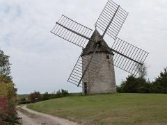 Château et son moulin à vent - Українська: Moulin à vent de Cieurac
