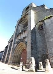 Eglise Notre-Dame-du-Puy - This building is classé au titre des monuments historiques de la France. It is indexed in the base Mérimée, a database of architectural heritage maintained by the French Ministry of Culture,under the reference PA00095074 .