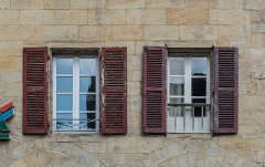 Maison Sisteron - English: Windows of the Maison Sisteron in Figeac, Lot, France