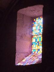 Eglise - Français:   Vitraux de l\'église Saint-Martin de Lunan, dans le Lot (France)