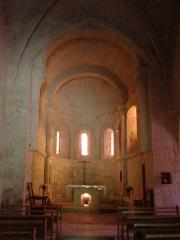 Eglise - Français:   Nef et chœur de l\'église Saint-Martin de Lunan, dans le Lot (France)