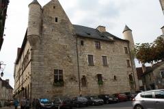 Ancien hôtel de la Raymondie, actuel hôtel de ville - Français:   Hôtel de ville de Martel, Place du Marché Rue de Senlis Rue Tournemire (Classé Classé Inscrit, 1906 1926 1926)