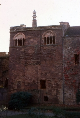 Eglise du château de Castelnau-de-Bretenoux - English:  The tower of Audience in the Castke of Castelnau-Bretenoux, view from the main doorway.