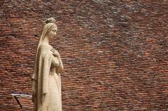 Chapelle Notre-Dame ou Miraculeuse ou de la Vierge - Statue de Marie, sur le toit de la Chapelle Notre-Dame, dans le Sanctuaire de Rocamadour