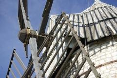 Moulin à vent de Boisse - English: Detail of the tower windmill of Boisse (commune au Sainte-Alauzie, Lot France).