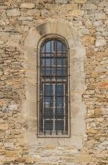 Eglise et sa crypte de Sainte-Spérie - English: Window of the Saint Spérie Church of Saint-Céré, Lot, France