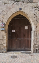 Immeuble - English: Door of the Commanderie des Templiers at 39-43 rue Gambetta in Figeac, Lot, France