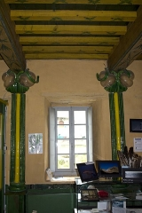 Château de Camon ou Château des Nestes -  The tourist office occupies the ground floor, a room with a disconcerting art nouveau decor and blown glass columns.