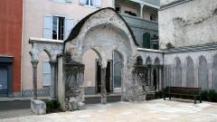 Ancienne église Saint-Jean - Français:   Église Saint-Jean de Bagnères-de-Bigorre: arriere du portail