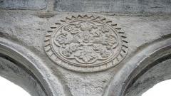 Ancienne église Saint-Jean - Français:   Église Saint-Jean de Bagnères-de-Bigorre: sculpture du portail