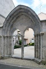 Ancienne église Saint-Jean - Français:   Église Saint-Jean de Bagnères-de-Bigorre: face du portail