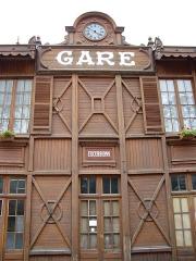 Ancienne gare -  Ancienne gare férroviaire de Cauterets (65) aujourd'hui devenue gare routière