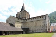 Eglise Saint-Savin - Français:   Vue de l\'église abbatiale de Saint-Savin et de son cloître (Hautes-Pyrénées, Occitanie, France).