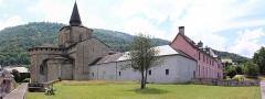 Eglise Saint-Savin - Français:   Vue d\'ensemble des bâtiments de l\'ancienne abbaye de Saint-Savin (Hautes-Pyrénées, Occitanie, France).