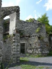 Ancien four a chaux - Français:   Portion du four à chaux de Lourdes, visible depuis l\'avenue du Maréchal Foch