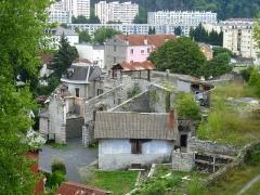 Ancien four a chaux - Français:   Four à chaux de Lourdes, vue d\'ensemble prise du promontoire situé derrière le four
