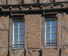 Immeuble - English: Windows of the building at 8 rue Mariès in Albi, Tarn, France