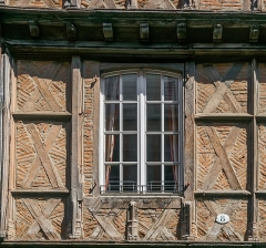 Immeuble - English: Window of the building at 8 rue Mariès in Albi, Tarn, France