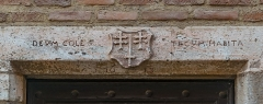 Maison - English: Inscriptions over the door of the building at 12 rue d'Engueysse in Albi, Tarn, France