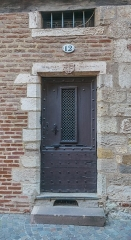 Maison - English: Door of the building at 12 rue d'Engueysse in Albi, Tarn, France