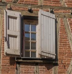 Maison - English: Window of the building at 8 rue de la Grand'Côte in Albi, Tarn, France