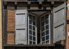 Maison - English: Window of the building at 10 rue Saint-Julien in Albi, Tarn, France