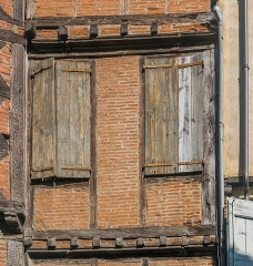 Maison - English: Windows of the building at 14 rue Saint-Julien in Albi, Tarn, France