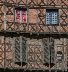 Maison - English: Windows of the building at 16 rue Saint-Julien in Albi, Tarn, France
