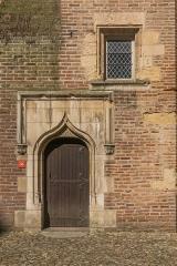 Palais de l'Archevêché ou de la Berbie - English: Door and window on central courtyard of the Palais de la Berbie in Albi, Tarn, France