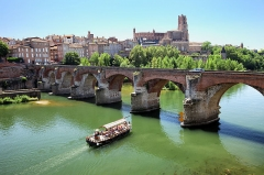 Vieux pont - Cathédrale Sainte Cécile, Albi. Vue sur le Tarn et le Pont Vieux.