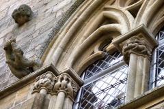 Maison du Grand Veneur - Maison du Grand Veneur, détail de la façade - chapiteaux d'influence romane..