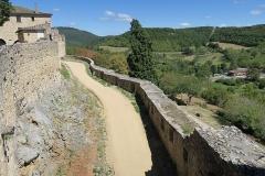 Deuxième porte de l'Irissou et ses deux tours d'enceinte - English: Puycelsi. City walls. Track between the first and second Irrisou gates.