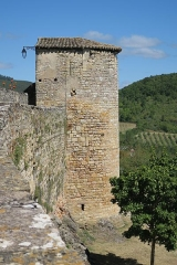 Restes des remparts - English: Puycelsi. City walls. Prison Tower.